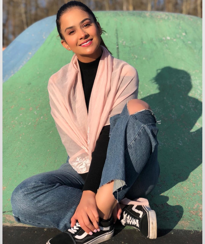 Cute Roopi Gill pics