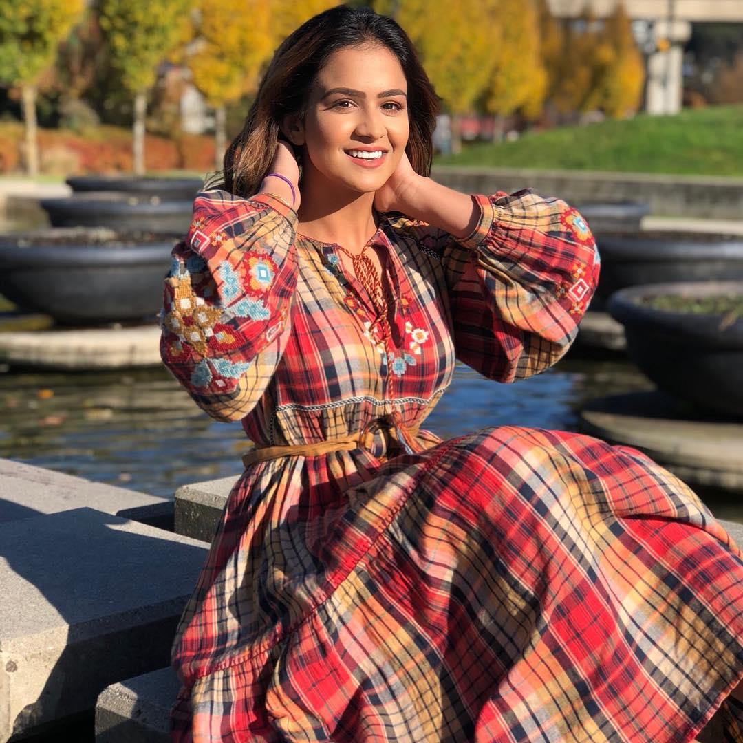 Roopi Gill Movie Pics