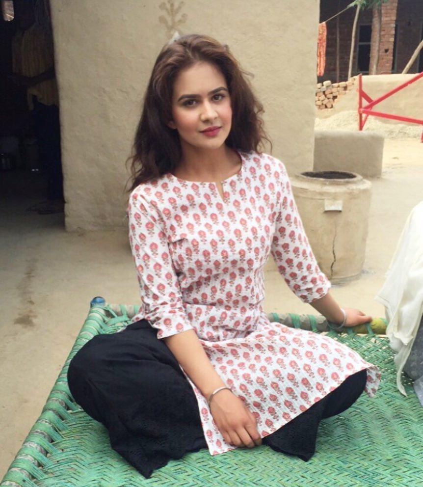 Roopi Gill instagram images