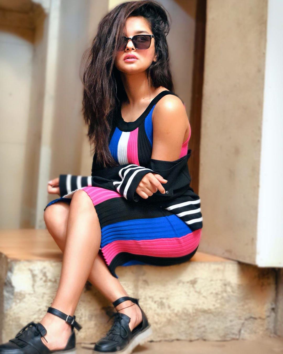 Avneet Kaur Cute HD Images