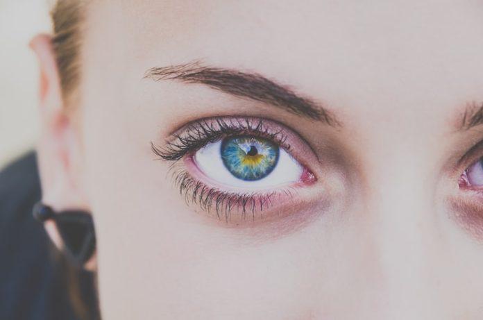 11 Natural Ways to Get Longer Eyelashes