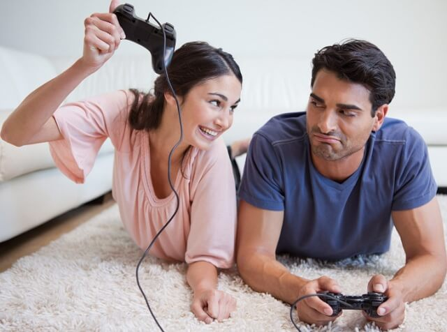 couple-gaming-640